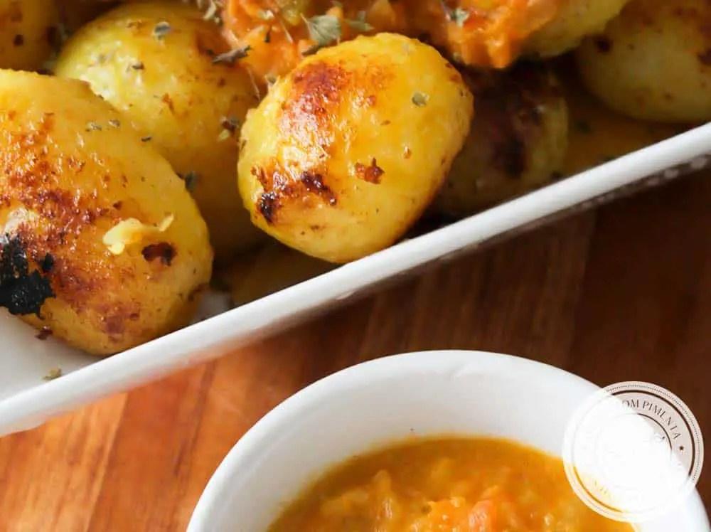 Batatas Bravas - um petisco espanhol para curtir com os amigos.