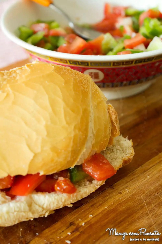 Sanduíche de Salada de Tomate, Cebola e Pimentão