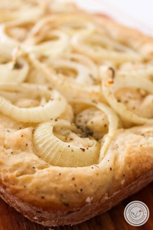 Receita de Focaccia de Cebola - prepare um pão Italiano recheado para o lanche do final de semana.