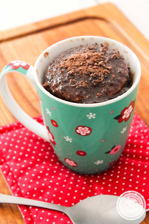 Receita de Bolo de Caneca de Chocolate de Micro-ondas - para matar a fome no final da tarde!