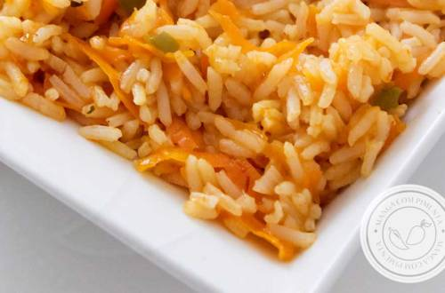 Receita de Arroz com Cenoura Ralada - um prato bonito e saudável para a sua família.