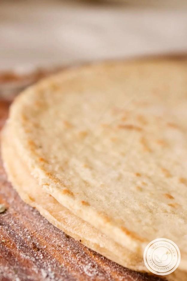 Receita de Pizza de Frigideira com Massa Caseira - um lanche delicioso para o final da tarde no final de semana.