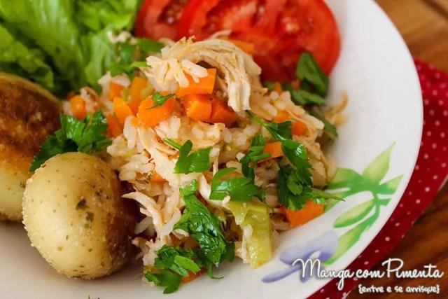 Arroz Colorido de Frango com Cenoura, Brócolis e Salsinha