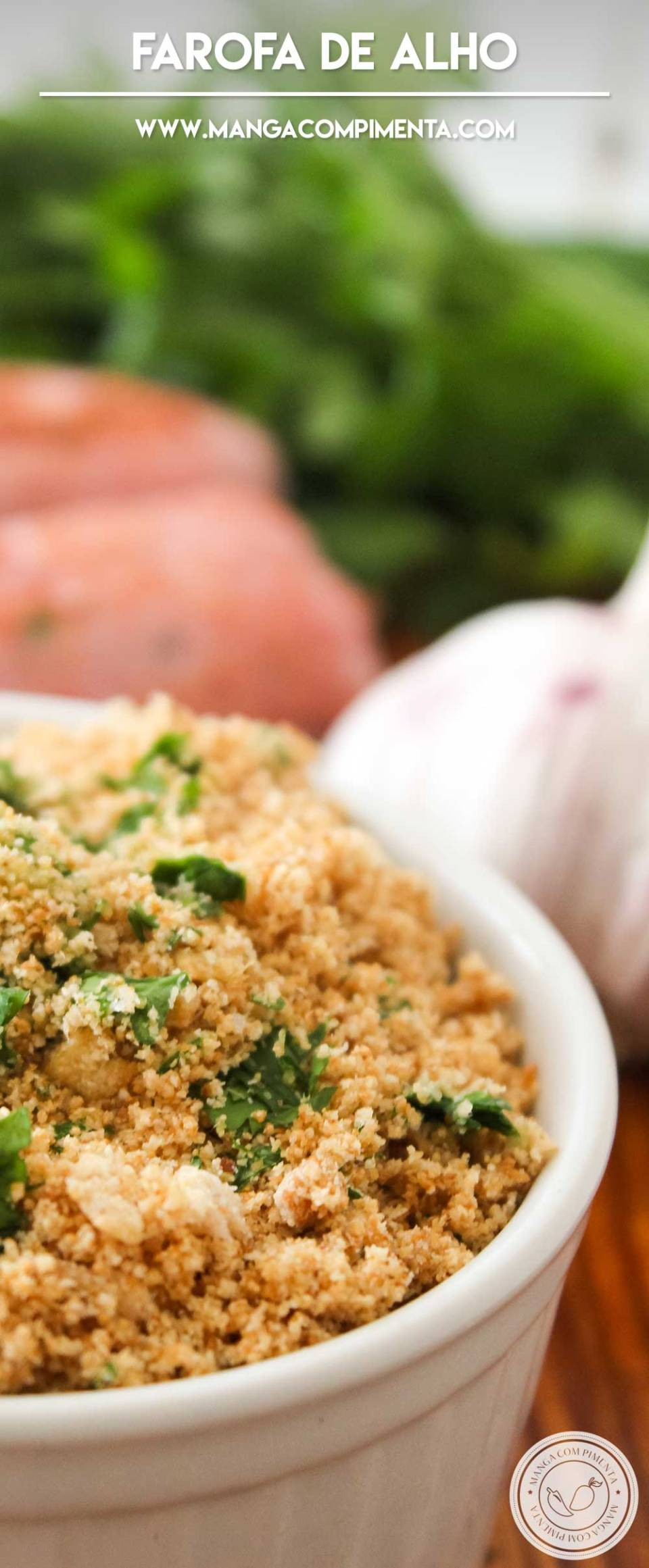 Receita de Farofa de Alho - super fácil de fazer, perfeito para o churrasco ou frango assado do final de semana!