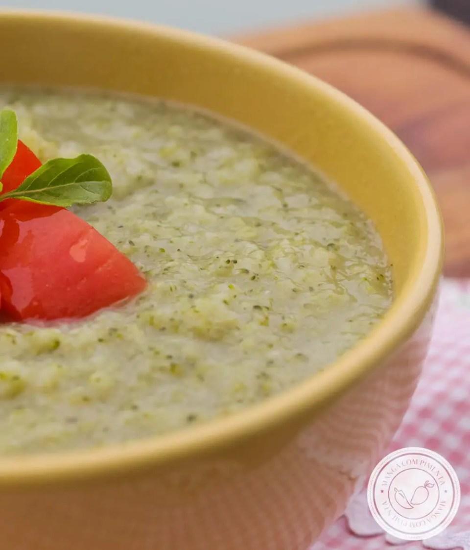 Sopa Creme de Brócolis e Couve-flor - um prato quentinho e delicioso para os dias frios.