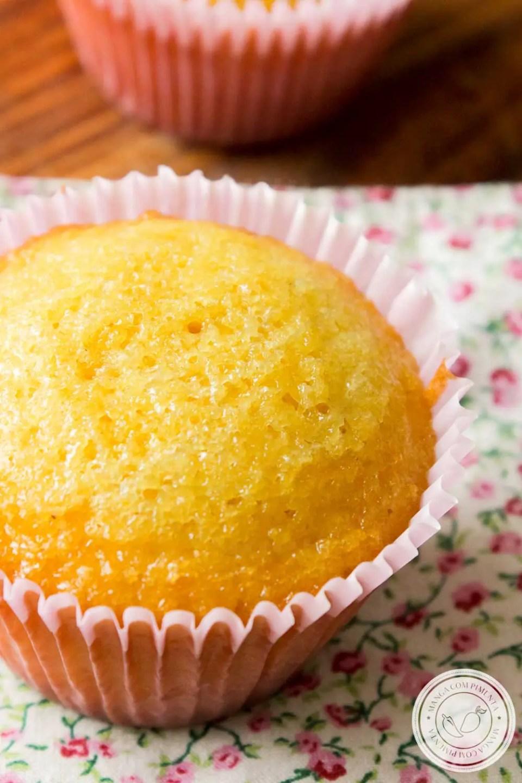 Receita de Cupcake de Fubá - perfeito para o lanche da tarde ou para por na lancheira da criançada!