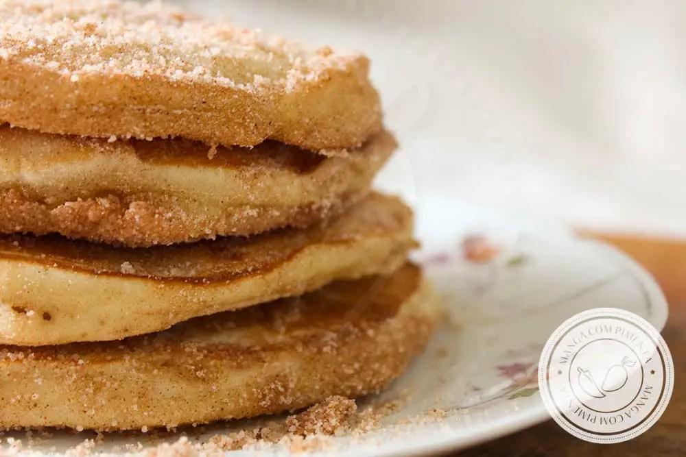Receita de Panquecas Fofas de Canela - um prato doce delicioso para o café da manhã!