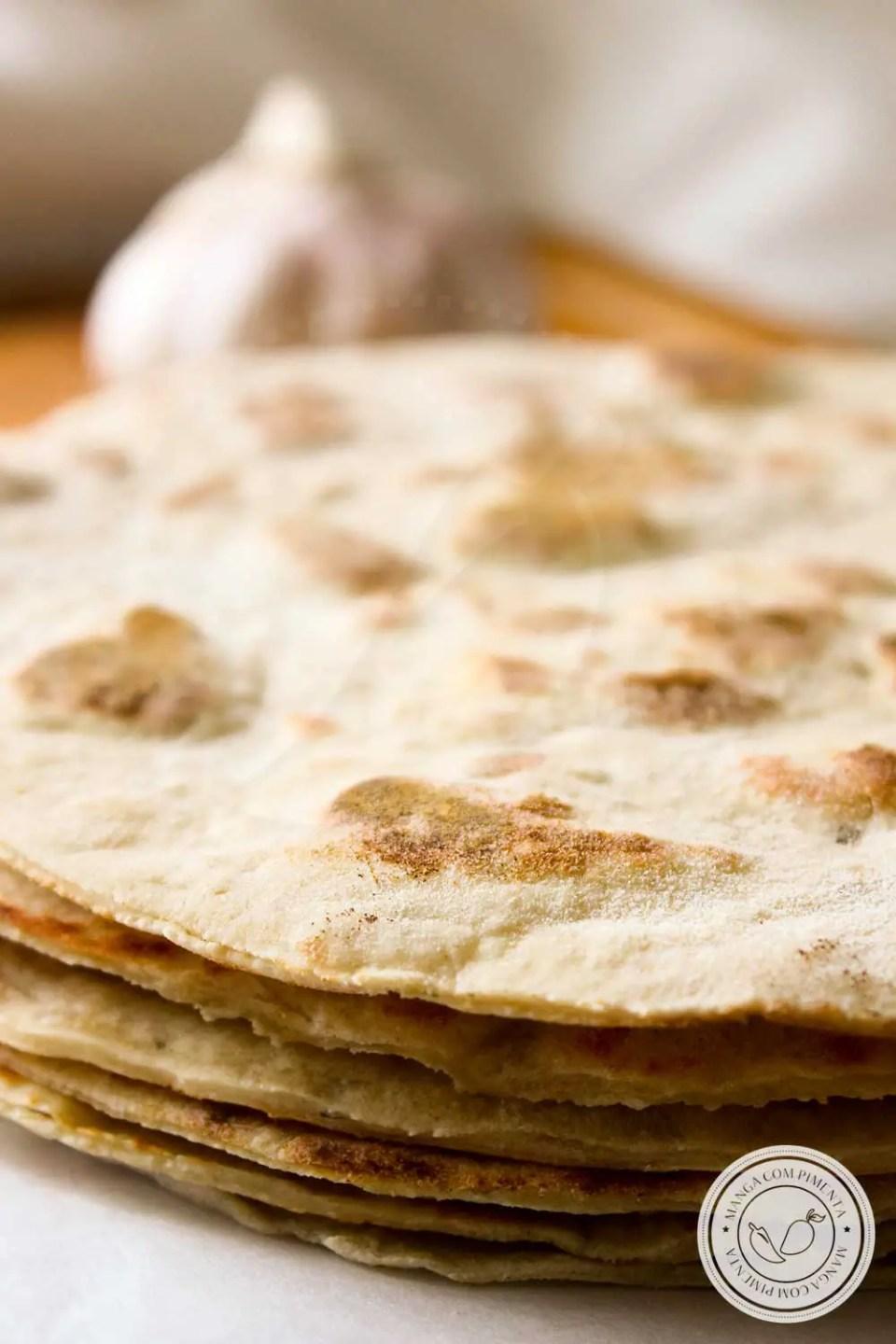 Receita de Pão de Alho de Frigideira - perfeito para o lanche da tarde ou para servir no churrasco.