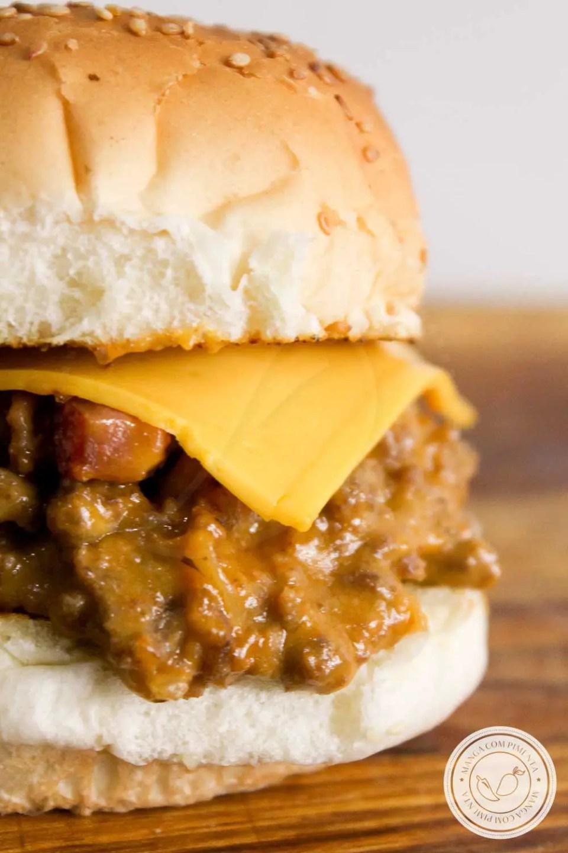 Receita de Cheeseburger com Molho de Churrasco e Bacon - super fácil de fazer, o lanche do final de semana com aquela bebida geladinha!