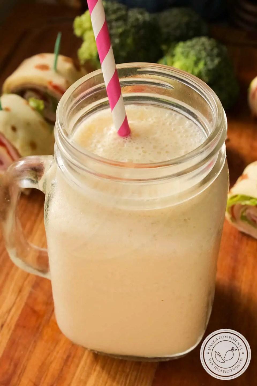 Receita de Smoothie de Maracujá com Banana - prepare essa bebida geladinha para começar o dia!