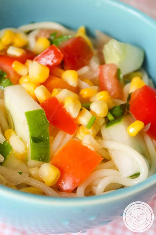 Receita de Salada de Espaguete - um prato delicioso e refrescante para servir nos dias quentes!