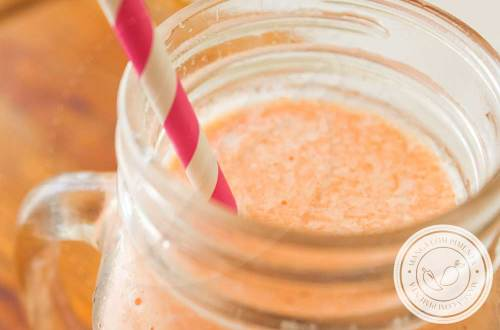 Receita de Smoothie de Mamão e Cenoura - uma bebida geladinha para começar bem o dia!