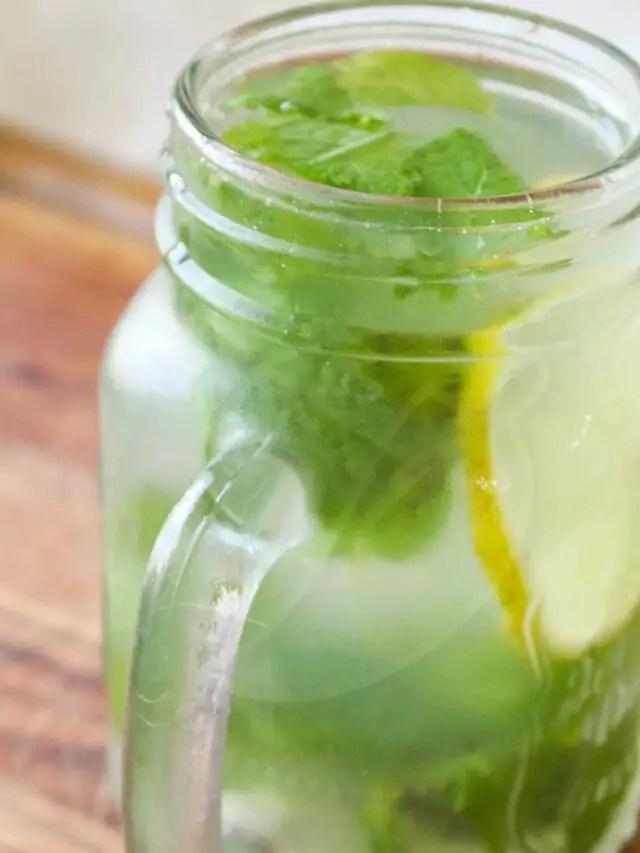 Suco de Limão com Mel e Hortelã