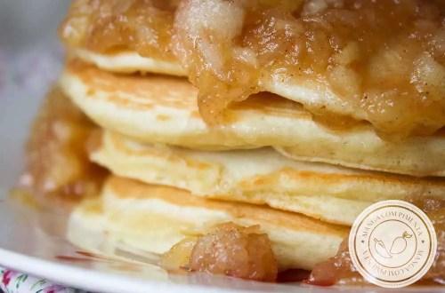 Receita de Panquecas Americanas de Maçã - perfeito para o café da manhã da família!