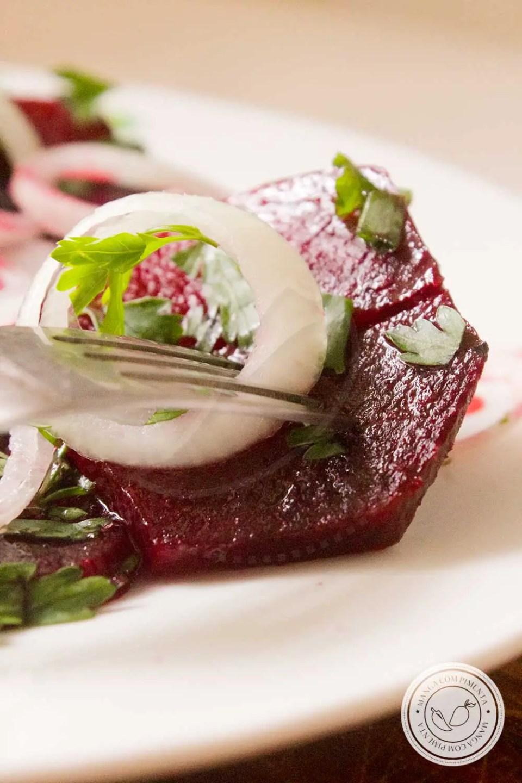 Receita de Salada de Beterraba Cozida - um prato nutritivo para o almoço da semana neste inverno!