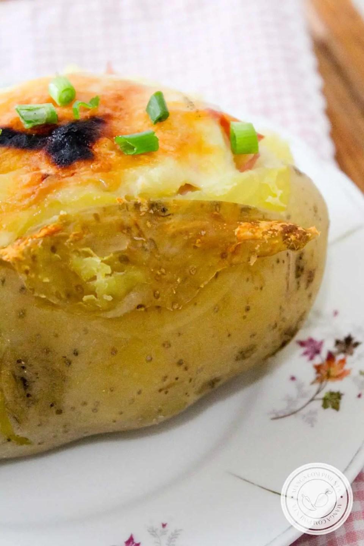 Receita de Batata Recheada com Presunto e Queijo - para um lanche delicioso no final da tarde!