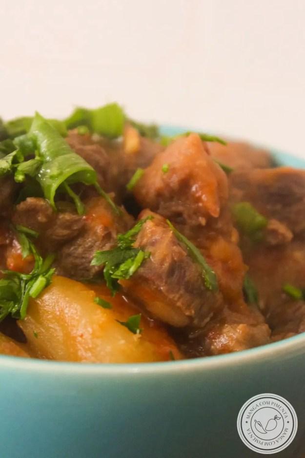 Receita de Acém Atolado | Famosa Vaca Atolada - prato preparado com carne de segunda com mandioca, prepare um prato nutritivo para a sua família em dias frios.