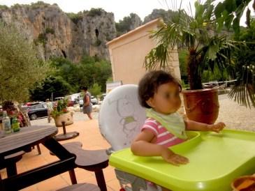 déjeuner au milieu des falaises