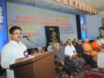 0037 Sri Ramprasad anchoring the program