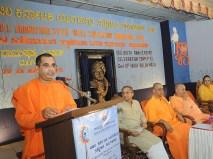 0066 Swami Bodhamayanandaji addressing the gathering