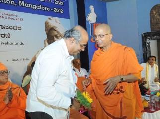 0139 Sri Yogish Bhat, Deputy Speaker is being felicitated by Swami Jitakamanandaji Maharaj