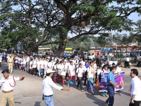 013 Students of Srinivasa college in the rally