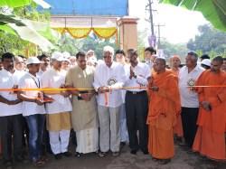 026 Sri Anantakrishna, Chairman Karnataka Bank ltd inaugurating the Pictorial Exhibition of Swami Vivekananda