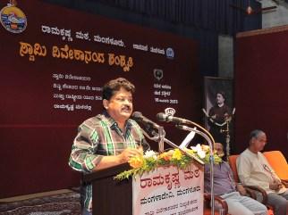 175 Sri Mandya Ramesh, Renowned Artist addressing the gathering
