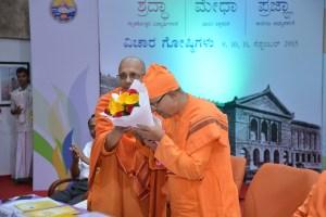 Swami Jitakamanandaji presenting bouquet to Swami Suviranandaji