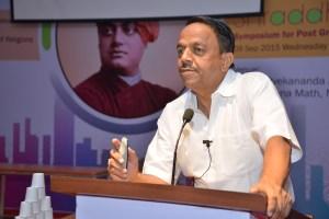 Prof. Raghotham Rao interacting with delegates