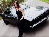 1968-Dodge-Charger-RT-sexy-Kim-video