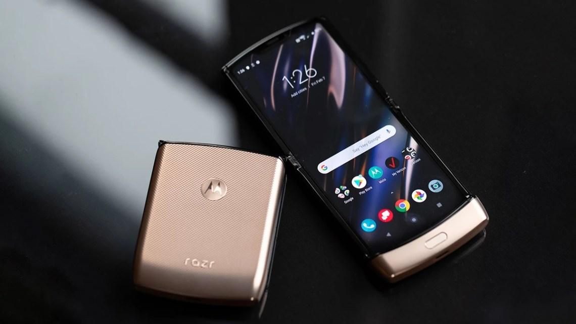 Motorola Razr je v Česku v prodeji i v luxusní zlaté Blush Gold barvě