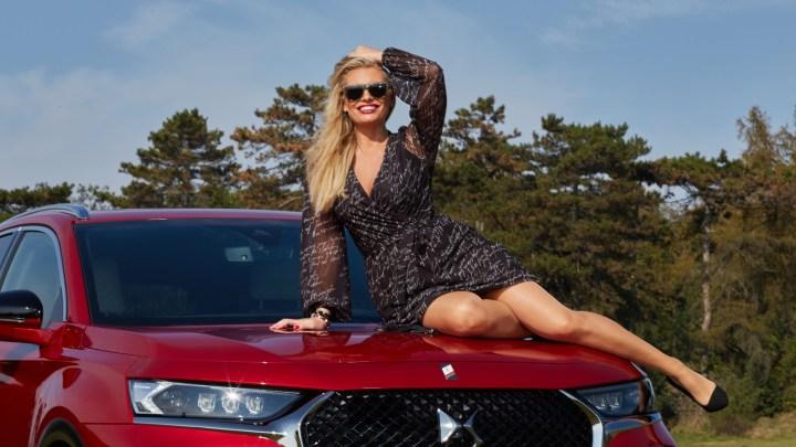 Lucie Borhyová jezdí v červeném DS 7 CROSSBACK E-TENSE 4×4