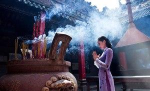 Không nên cưỡng cầu trước tượng Phật