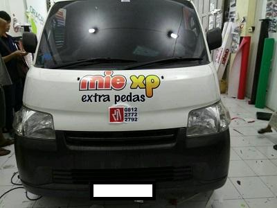 stiker-mobil-bandung-branding-mie-xp-mangele