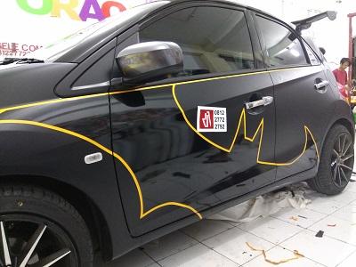 wrapping stiker mobil   brio batman di bandung   mangele stiker 081227722792