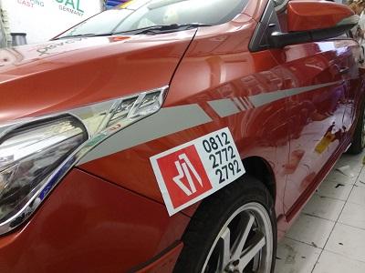 stiker cutting mobil di bandung | yaris striping | mangele 081227722792