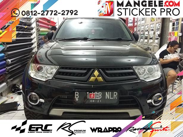 wrapping stiker mobil | pajero sport chrome hitam doff logo stiker gold matt | mangele stiker 081227722792