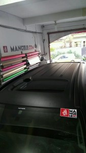 stiker-mobil-bandung-pajero-full-wrapping-hitam-doff-mangele
