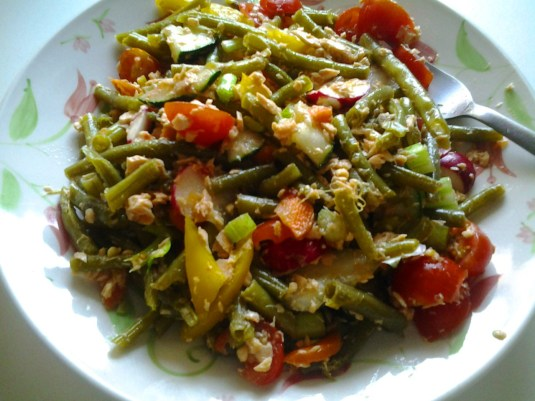 insalata fagiolini, pomodori, salmone, verdure
