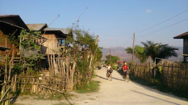 Villaggio su palafitte nei pressi di Inle Lake