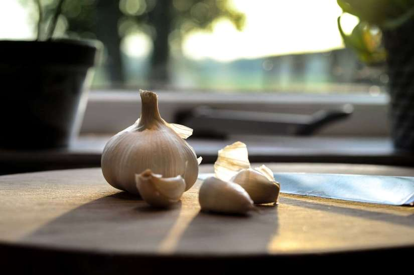 garlic home remedies for acne
