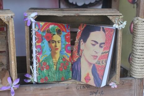 Frida Kahlo muuntuu moniksi matkamuistoiksi