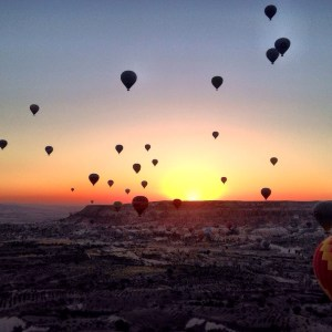 Stay in a cave hotel, eat pottery kebab, take a hike and end with a hot air balloon ride and you will have truly enjoyed your stay in Cappadocia, Turkey!