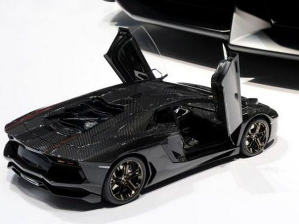 lamborghini-aventador-18-scale-model-car