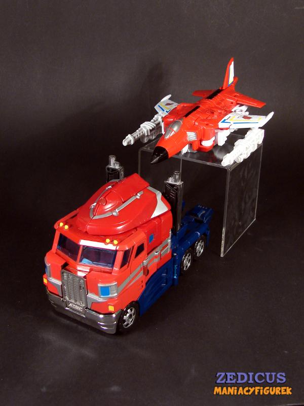 Classic Optimus Prime (Voyager) w asyście Unite Warriors Fireflighta