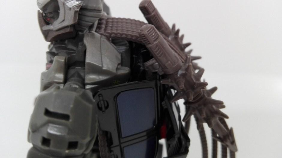 Transformers Studio Series Crowbar robot-weapon-storage-1