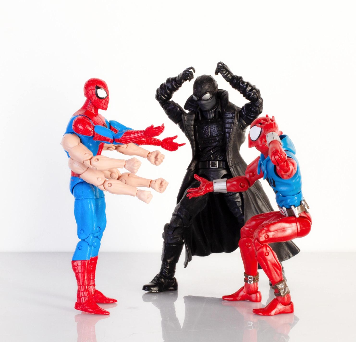 Marvel Legends Sixarms Spiderman vs. Marvel Legends Spiderman Nori i Marvel Legends Scarlet Spider