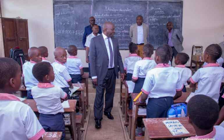 Kindu : Le Gouverneur fait la ronde des écoles pour s'assurer de l'effectivité de la rentrée scolaire 2019-2020