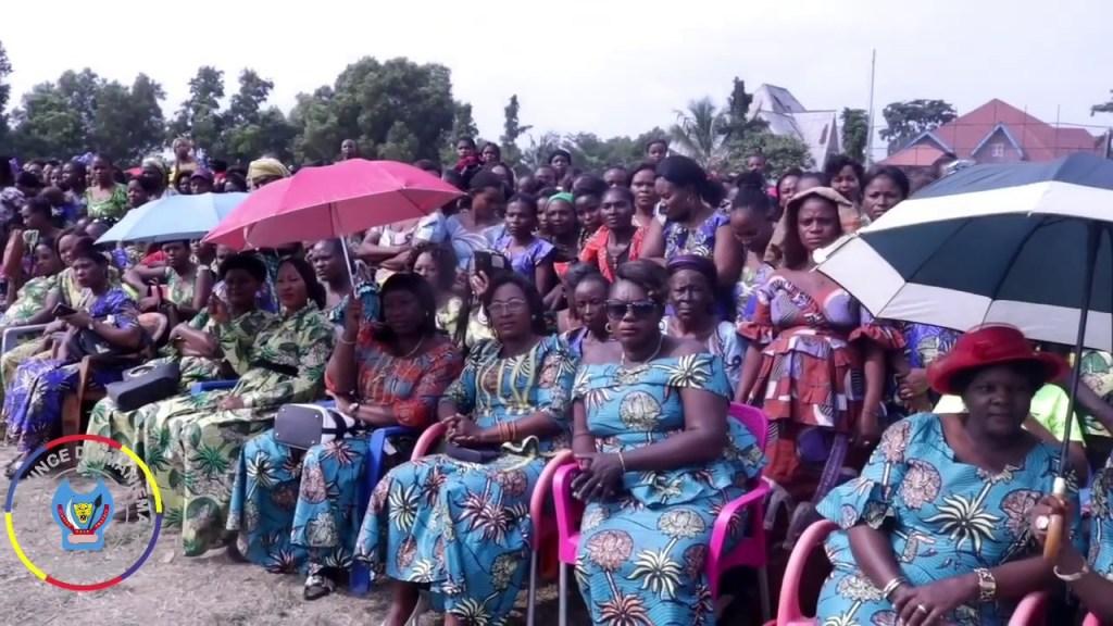 Indépendance : le Gouverneur Musafiri fête avec les épouses des militaires et policiers.